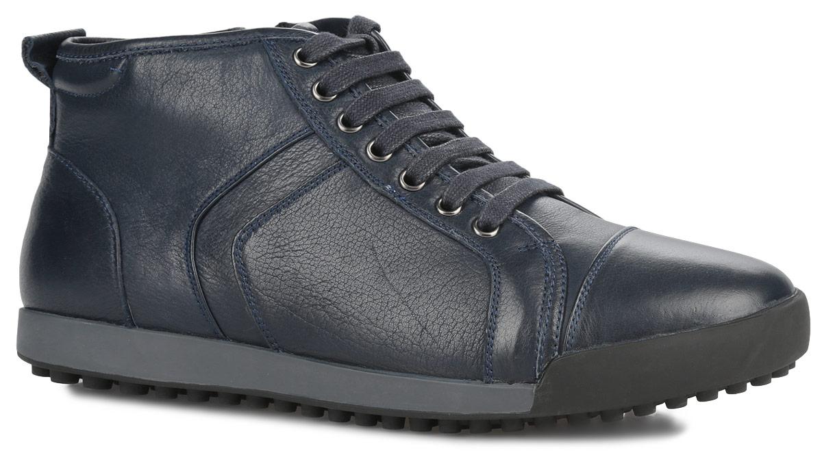 БотинкиM23095Стильные мужские ботинки от Vitacci отличный вариант на каждый день. Модель выполнена из натуральной кожи. Подкладка и стелька - из мягкого ворсина защитят ноги от холода и обеспечат комфорт. Классическая шнуровка надежно фиксирует модель на ноге. Задник изделия украшен наружным ярлычком. Ботинки застегиваются на застежку-молнию, расположенную сбоку. Подошва из термополиуретана с рельефным протектором обеспечивает отличное сцепление на любой поверхности. В этих ботинках вашим ногам будет комфортно и уютно. Они подчеркнут ваш стиль и индивидуальность.