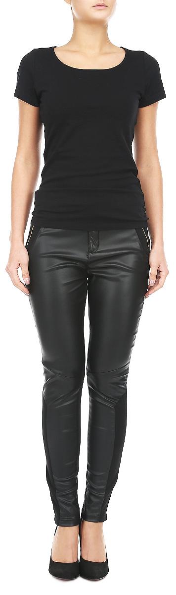 Брюки женские. Z-SP-1803Z-SP-1803 BLACKСтильные брюки Moodo отличный выбор на каждый день. Они прекрасно сидят и подчеркнут все достоинства вашей фигуры. Брюки изготовлены из 100% полиэстера с добавлением эластана. Изюминка модели - сочетание двух разных текстур делает вещь ультрамодной. Спереди брюки выполнены из материала, имитирующего кожу, сзади - эластичный трикотаж. Застегиваются брюки на пуговицу в поясе и ширинку на застежке-молнии, предусмотрены шлевки для ремня. Дополнены брюки имитацией карманов. Такие брюки прекрасно подойдут девушке, стремящейся всегда оставаться стильной и элегантной.