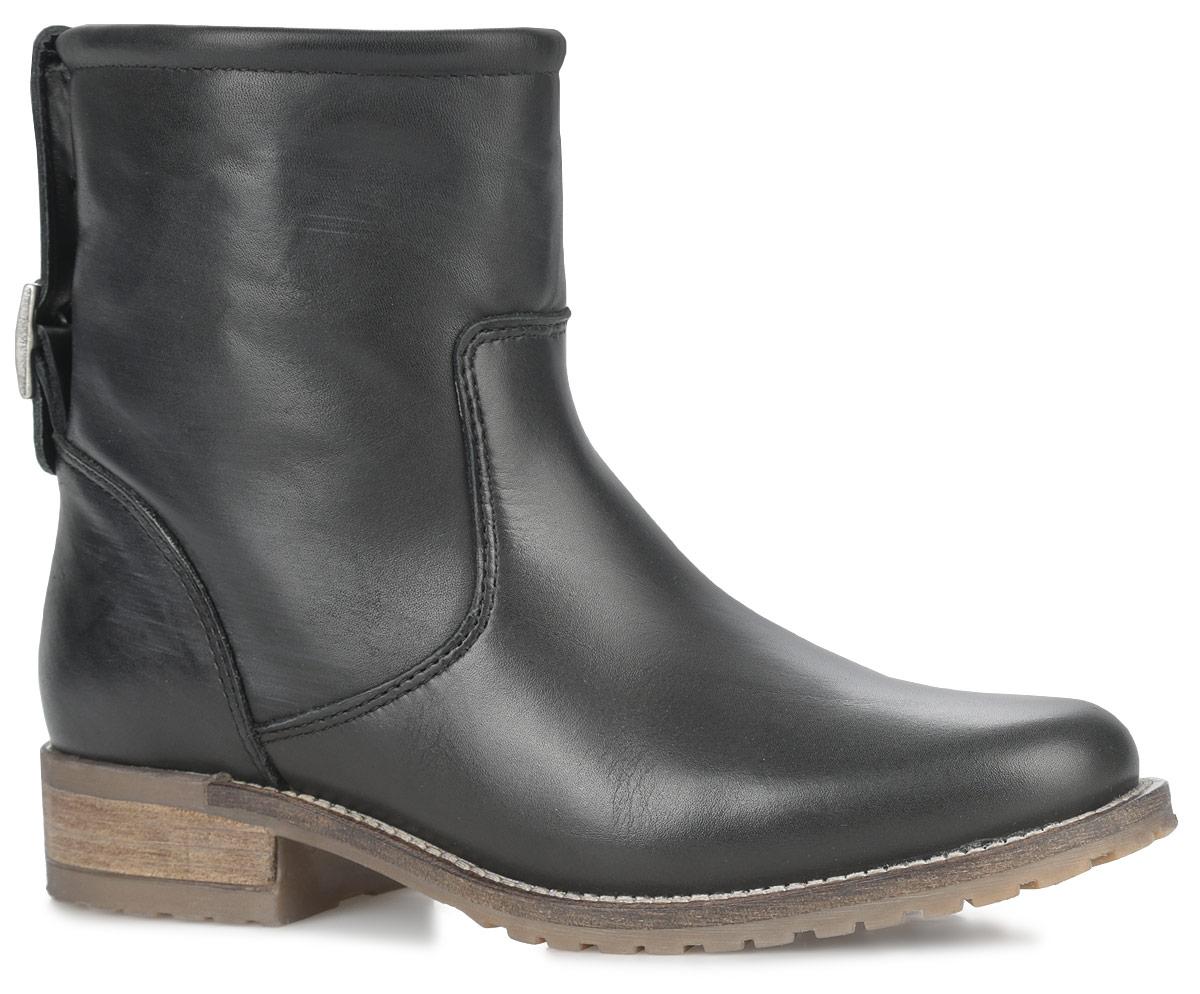 Ботинки женские. 1-1-25463-25-0011-1-25463-25-001Стильные женские ботинки от Tamaris заинтересуют вас своим дизайном. Модель выполнена из натуральной кожи. Задник оформлен декоративным ремешком с пряжкой. Подкладка и стелька из мягкого текстиля комфортны при ходьбе. Модель оформлена прострочкой вдоль ранта. Низкий каблук и подошва с рельефным протектором обеспечивает отличное сцепление на любой поверхности. В таких ботинках вашим ногам будет комфортно и уютно.
