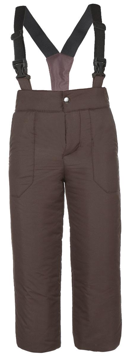 Брюки для мальчика. 47-10147-101Брюки для мальчика Ёмаё идеально подойдут для ребенка в холодное время года. Модель изготовлена из 100% полиэстера, на комбинированной подкладке из вискозы и полиэстера. В качестве наполнителя используются синтетические волокна, которые отлично сохраняют тепло, излучаемое телом, создают под одеждой сухой микроклимат, позволяя телу дышать. Брюки прямого покроя на талии имеют широкий эластичный пояс на кнопке, а также ширинку на пластиковой застежке-молнии. Модель дополнена наплечными эластичными лямками, которые регулируются по длине. Спереди расположены два втачных кармашка. Снизу брючин предусмотрены внутренние манжеты с прорезиненными полосками, препятствующие попаданию снега и холодного воздуха. Теплые, комфортные и практичные брюки идеально подойдут для прогулок и игр на свежем воздухе!