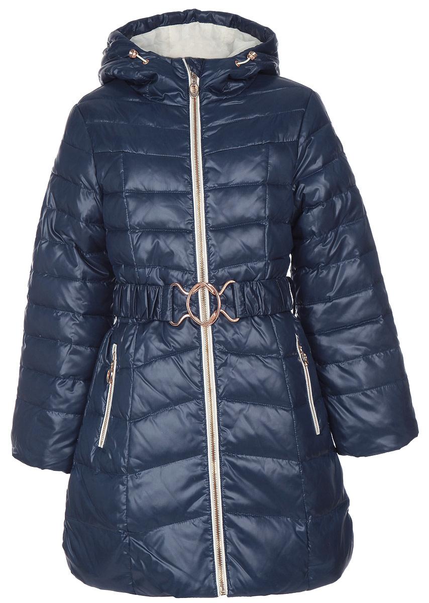 Куртка для девочки. Ced-626/569-5333DCed-626/569-5333DТеплая куртка для девочки Sela идеально подойдет для ребенка в холодное время года. Куртка изготовлена из водоотталкивающей и ветрозащитной ткани с утеплителем из 100% из пуха с добавлением пера. В качестве подкладка также используется 100% полиэстер. Стеганая удлиненная куртка с капюшоном застегивается на пластиковую застежку-молнию, благодаря чему ее легко одевать и снимать, и дополнительно имеет внутреннюю ветрозащитную планку, а также защиту подбородка. Капюшон не отстегивается и дополнен по краю скрытой резинкой на стопперах. Низ рукавов дополнен внутренними трикотажными манжетами, которые мягко обхватывают запястья, не позволяя просачиваться холодному воздуху. Низ изделия также дополнен эластичной резинкой на стопперах, препятствующей проникновению холодного воздуха. На талии имеются шлевки для ремня и эластичный поясок на металлической застежке, благодаря которому куртка плотно прилегает к телу. Спереди расположены два прорезных кармашка на застежках-кнопках. С...