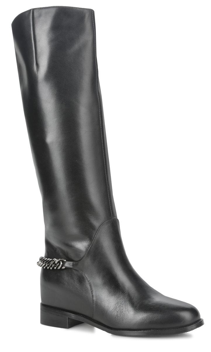 W5E81-01-01BСтильные женские сапоги от Palazzo Doro не оставят равнодушной настоящую модницу! Модель изготовлена из натуральной кожи. Подкладка и стелька - из байки, защитят ноги от холода и обеспечат комфорт. Задняя часть изделия на щиколотке украшена декоративной металлической цепью. Сапоги не имеют застежки. Умеренной высоты каблук. Подошва из тунита с рельефным протектором обеспечивает отличное сцепление на любой поверхности. Модные сапоги покорят вас своим оригинальным дизайном и удобством!