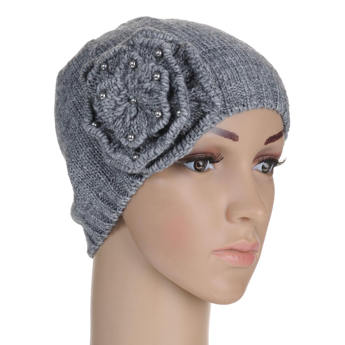 7111S_11 GMСтильная женская шапка Flioraj - теплая модель для холодной погоды. Сочетание различных материалов обеспечивает сохранение тепла и удобную посадку. Модель отлично тянется и оформлена крупным вязаным цветком, украшенным мелкими бусинами. Понизу шапка связана крупной резинкой. Flioraj - комфортная защита от холода.