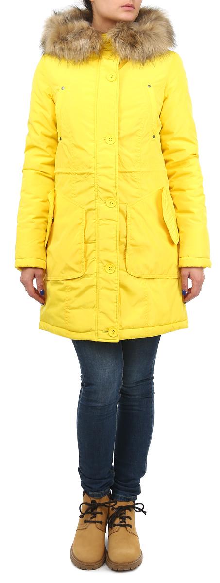 Куртка женская. 1013105110131051 142Теплая женская куртка Broadway согреет вас в прохладное время года. Модель с длинными рукавами и капюшоном имеет наполнитель из 100% синтепона, который обеспечивает надежное сохранение тепла. Капюшон оформлен съемным искусственным мехом. Модель застегивается на застежку-молнию спереди и оснащена ветрозащитным клапаном на пуговицах. Куртка дополнена двумя накладными карманами и двумя втачными карманами спереди. Рукава оснащены трикотажными манжетами. На талии куртка стягивается при помощи шнурка-кулиски. Эта яркая и в то же время комфортная куртка - отличный вариант для прогулок, она подчеркнет ваш изысканный вкус и поможет создать неповторимый образ.