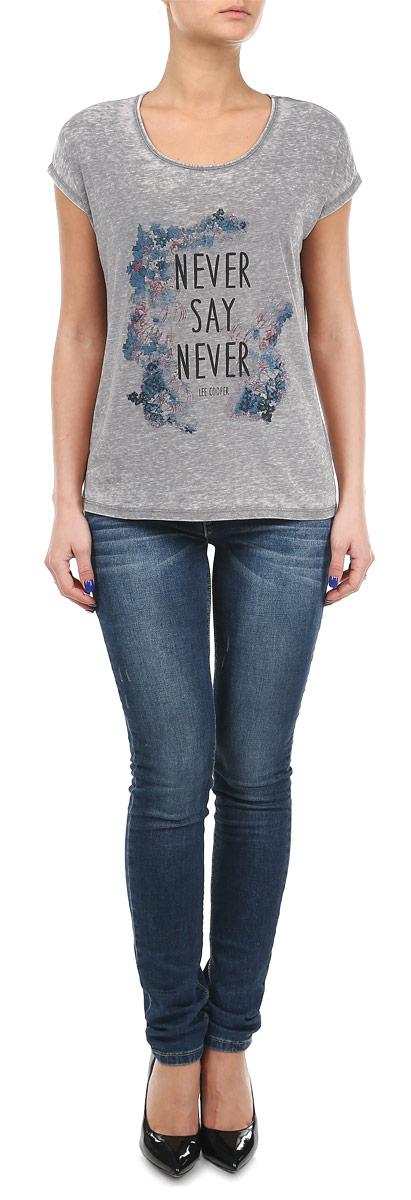 Футболка женская. ALIXMC/3399ALIXMC/3399/MEDIUMGREYСтильная женская футболка Lee Cooper, выполненная из высококачественного хлопка с добавлением полиэстера, обладает высокой теплопроводностью, воздухопроницаемостью и гигроскопичностью, позволяет коже дышать. Модель с короткими рукавами-кимоно и круглым вырезом - идеальный вариант для создания образа в стиле Casual. Футболка оформлена принтом с изображением цветов и надписи Never Say Never. Такая модель подарит вам комфорт в течение всего дня и послужит замечательным дополнением к вашему гардеробу.