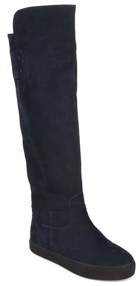 Сапоги женские. 51623M51623MСтильные женские сапоги от Vitacci покорят вас с первого взгляда. Модель выполнена из нубука. Подкладка-евро, выполненная из натурального меха и байки, согреет ваши ноги в холодную погоду. Стелька из натурального меха комфортна при ходьбе. Утолщенная подошва с рифлением защищают изделие от скольжения. Элегантные сапоги подчеркнут ваш стиль и яркую индивидуальность. В них вы всегда будете чувствовать себя уютно и комфортно!