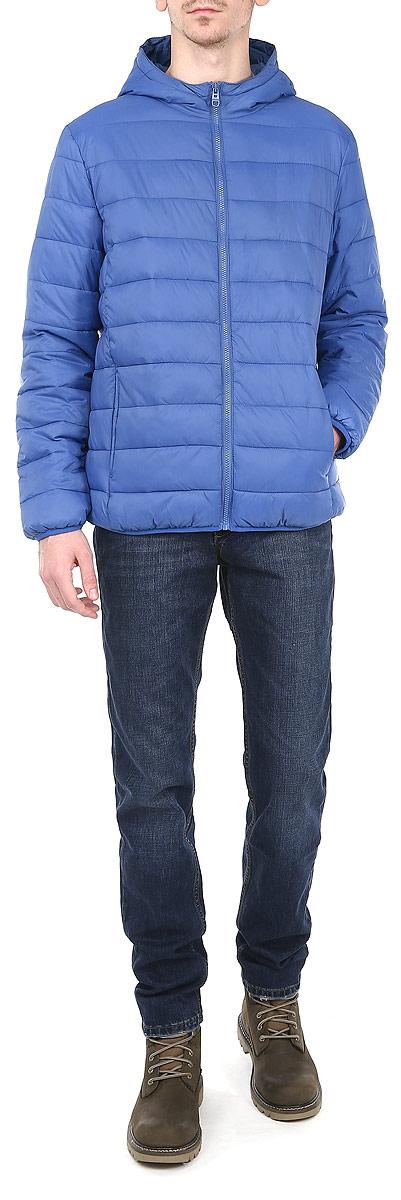 Куртка мужская. Cp-226/269-5362Cp-226/269-5362Стильная мужская куртка Sela отлично подойдет для прохладной погоды. Модная куртка с удобным капюшоном застегивается на застежку-молнию. Куртка, оформленная эффектной стежкой, дополнена двумя прорезными карманами. Манжеты рукавов и низ изделия стянуты мелкой резинкой, что препятствует проникновению холодного воздуха. Утеплитель выполнен из полиэстера, который отличается повышенной теплоизоляцией, долговечностью в использовании и необычайно легок в носке и уходе. Эта модная куртка послужит отличным дополнением к вашему гардеробу.