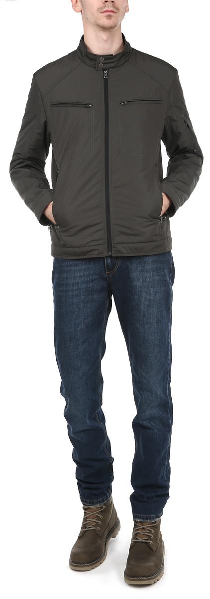 Куртка мужская. AL-2648AL-2648Стильная мужская куртка Grishko отлично подойдет для прохладных осенних дней. Модель прямого кроя с длинными рукавами и воротником-стойкой застегивается на застежку-молнию, воротник застегивается на кнопки. Изделие дополнено двумя открытыми втачными карманами и двумя прорезными карманами на молниях спереди, и двумя внутренними карманами на молниях. Рукава дополнены застежками-молниями, позволяющими регулировать объем манжеты. Наполнитель из 100% холлофайбера обеспечит вам тепло и комфорт в любую погоду. Холлофайбер - утеплитель, который отличается повышенной теплоизоляцией, антибактериальными свойствами, долговечностью в использовании, и необычайно легок в носке и уходе. Эта модная и в то же время комфортная куртка согреет вас в любые морозы и отлично подойдет как для прогулок, так и для занятия спортом.