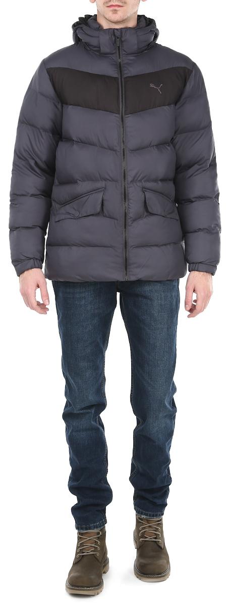 Куртка83380716Утепленная мужская куртка Puma подчеркнет вашу индивидуальность и обеспечит защиту от всевозможных погодных условий. Куртка со съемным капюшоном и воротником-стойкой застегивается на пластиковую застежку-молнию с защитой подбородка. Капюшон пристегивается с помощью металлических. Для большего комфорта подкладка воротника дополнена теплым мягким флисом. Спереди модель дополнена двумя прорезными карманами, закрывающимися клапаном на металлические кнопки. С изнаночной стороны имеется прорезной карман без застежки. Манжеты и низ изделия дополнены эластичными резинками, препятствующими проникновению холодного воздуха. На груди модель оформлена логотипом бренда. Эта утепленная стильная куртка послужит отличным дополнением к вашему гардеробу!