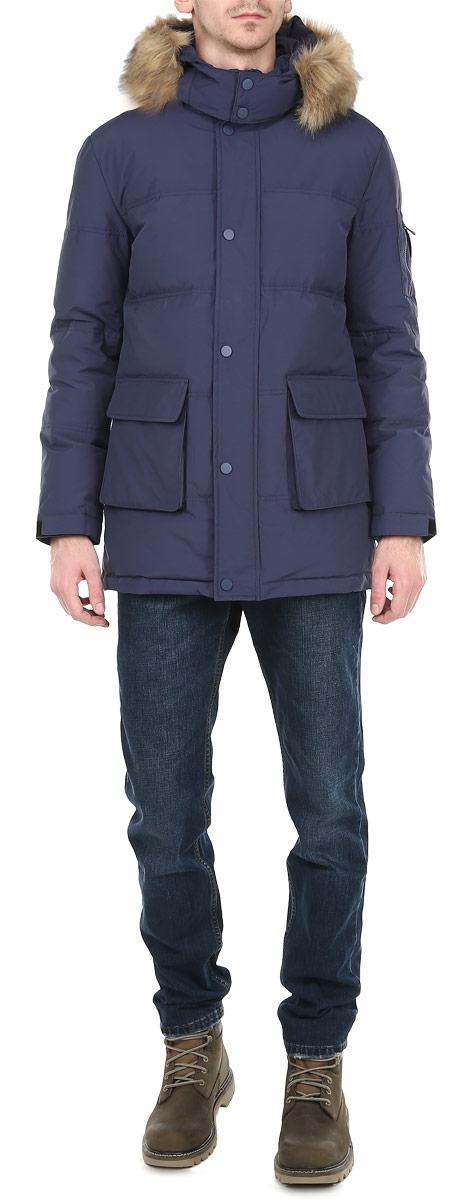 Куртка10131038 149Стильная мужская куртка Broadway отлично подойдет для холодной погоды. Модель прямого кроя с длинными рукавами и капюшоном застегивается на застежку-молнию с ветрозащитным клапаном на кнопках. Съемный капюшон декорирован искусственным мехом, который при необходимости можно отстегнуть. Изделие дополнено двумя вместительными накладными карманами с односторонней флисовой подкладкой, закрывающимися клапанами на кнопку и накладным карманом на рукаве на молнии. Предусмотрены внутренние карманы на молниях: два накладных и врезной. Рукава оснащены трикотажными эластичными манжетами и хлястиком на липучке, обеспечивая максимальную защиту от ветра и холода. Внутри на поясе расположена затягивающаяся кулиска. Рукав декорирован съемной эмблемой на липучке с логотипом Broadway. Наполнитель куртки из пуха и пера обеспечит вам тепло и комфорт в любую погоду. Данная модель - идеальный вариант для создания комфортного и стильного образа.