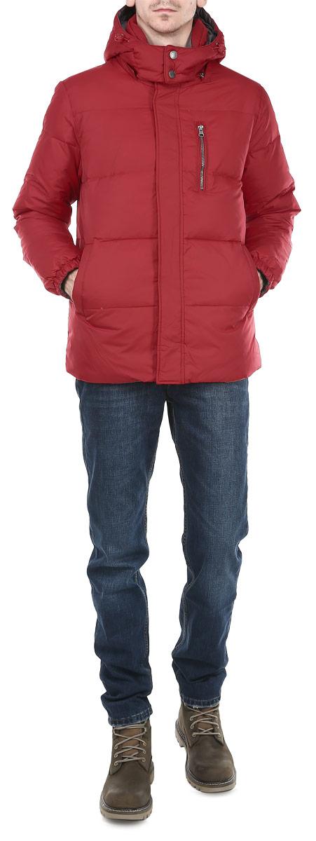 КурткаCd-226/286-5464DПрактичная мужская куртка Sela отлично подойдет для вашего демисезонного гардероба, изготовленная из высококачественных материалов с применением современных технологий. Модель поистине уникальна, ее ткань не пропускает влагу и ветер. Утеплитель из пера и пуха надежно защищает от непогоды, а детали кроя придают изделию элегантный стиль. Куртка традиционного прямого кроя, застёгивается на застёжку-молнию с ветрозащитным клапаном на кнопках. Регулируемый съемный капюшон, воротник-стойка и эластичные резинки на рукавах обеспечивают дополнительную защиту от ветра. Куртка дополнена с одной и другой стороны тремя врезными карманами на молнии. Очень комфортная и стильная куртка будет прекрасным выбором для повседневной носки и подчеркнет вашу индивидуальность.