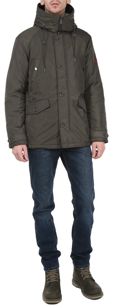 КурткаTM3010.46_46Стильная утепленная мужская куртка Tom Farr подтвердит ваш статус модного и эффектного мужчины. Куртка выполнена из плотного материала с утеплителем из синтепона. Модель с воротником-стойкой застегивается на застежку-молнию и оснащена ветрозащитным клапаном на пуговицах. Капюшон с кулиской не отстегивается и внутри утеплен искусственным мехом. Модель имеет 2 объемных втачных кармана с клапанами на пуговицах, 4 втачных кармана на застежках-кнопках. На внутренней стороне - 2 потайных кармашка на застежках-молниях. На талии с внутренней стороны куртка регулируется кулиской. Рукав оформлен кожаной нашивкой с логотипом бренда. Манжеты снабжены хлястиками на пуговицах. Такая куртка обеспечит вам не только красивый внешний вид и комфорт, но и отличную защиту от холода и ветра.