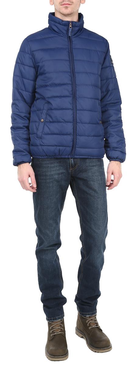 10153078_557Стильная мужская куртка Broadway отлично подойдет для прохладной погоды. Модель прямого кроя с воротником-стойкой застегивается на застежку- молнию. Куртка оформлена стеганой отстрочкой и дополнена двумя боковыми карманами на застежках-кнопках. Внутри - прорезной карман на липучке. Рукав дополнен нашивкой с логотипом производителя. Манжеты рукавов и низ изделия стянуты резинкой, что препятствует проникновению холодного воздуха. Куртка Broadway послужит отличным дополнением к вашему гардеробу.