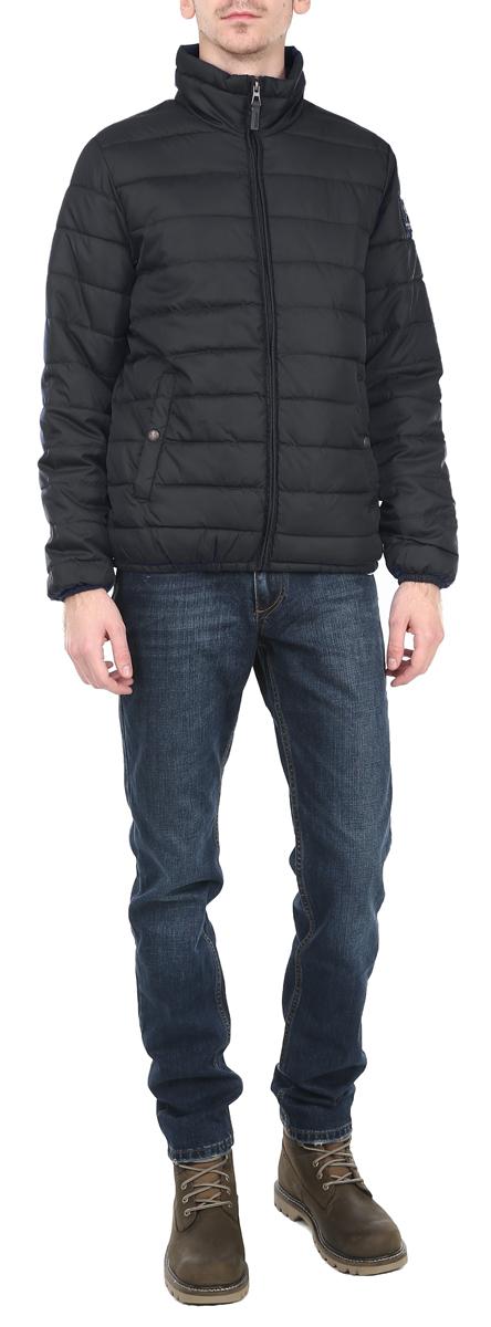 Куртка мужская. 1015307810153078_557Стильная мужская куртка Broadway отлично подойдет для прохладной погоды. Модель прямого кроя с воротником-стойкой застегивается на застежку- молнию. Куртка оформлена стеганой отстрочкой и дополнена двумя боковыми карманами на застежках-кнопках. Внутри - прорезной карман на липучке. Рукав дополнен нашивкой с логотипом производителя. Манжеты рукавов и низ изделия стянуты резинкой, что препятствует проникновению холодного воздуха. Куртка Broadway послужит отличным дополнением к вашему гардеробу.