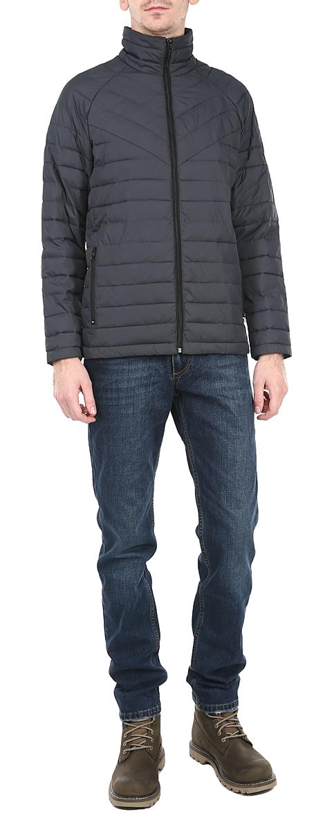 Куртка мужская. AL-2646AL-2646Стильная мужская куртка Grishko отлично подойдет для прохладной погоды. Куртка, оформленная эффектной стежкой, застегивается на молнию и дополнена двумя прорезными карманами на молнии. Предусмотрен внутренний накладной карман. Воротник-стойка станет дополнительной защитой от ветра и холода. Утеплитель выполнен из холлофайбера, который отличается повышенной теплоизоляцией, антибактериальными свойствами, долговечностью в использовании, и необычайно легок в носке и уходе. Изделия легко стираются в машинке, не теряя первоначального внешнего вида. Эта модная куртка послужит отличным дополнением к вашему гардеробу.