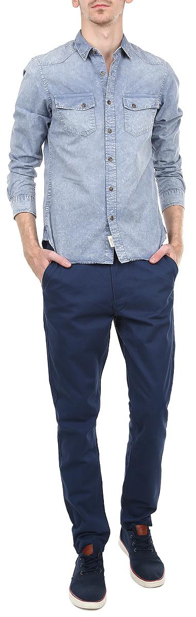 Брюки мужские. DSP0138GR_HDSP0138GR_HСтильные мужские брюки Drywash станут отличным дополнением к вашему гардеробу. Брюки прямого кроя и средней посадки изготовлены из 100% хлопка и не сковывают движения. Брюки на талии застегиваются на пластиковую пуговицу, также имеются ширинка на застежке-молнии и шлевки для ремня. Спереди модель оформлена двумя втачными карманами со скошенными краями, а сзади - двумя прорезными карманами. Эти модные и в тоже время комфортные брюки послужат отличным дополнением к вашему гардеробу. В них вы всегда будете чувствовать себя уверенно и комфортно.