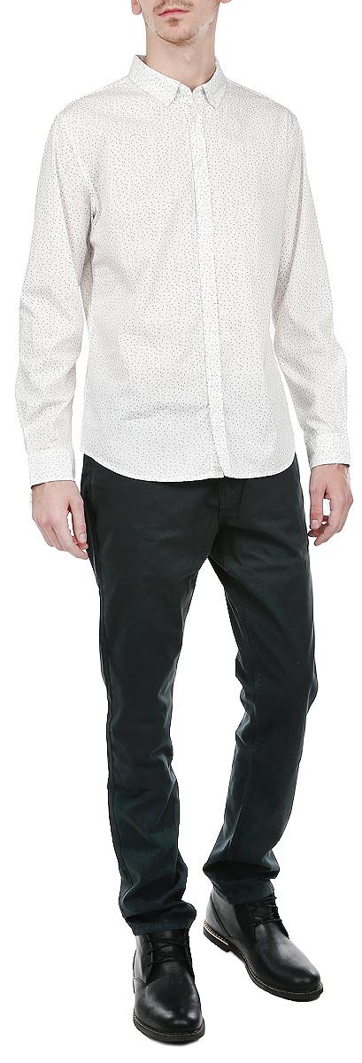 H-212/235-5313Стильная мужская рубашка Sela с длинными рукавами, отложным воротником и застежкой на пуговицы приятная на ощупь, не сковывает движения, обеспечивая наибольший комфорт. Рубашка оформлена принтом в виде мелких горошен. Рубашка, выполненная из хлопка, обладает высокой воздухопроницаемостью и гигроскопичностью, позволяет коже дышать, тем самым обеспечивая наибольший комфорт при носке даже самым жарким летом. Эта модная и удобная рубашка послужит замечательным дополнением к вашему гардеробу.