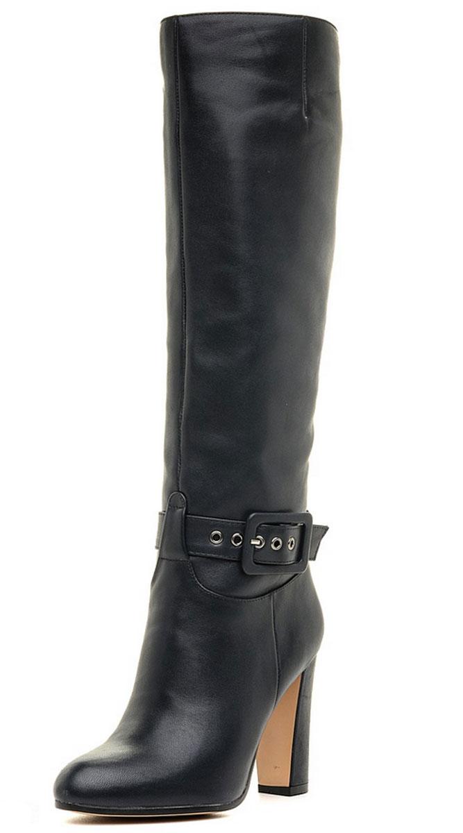 299-10-FX-16-KB-01-CSСтильные женские сапоги от Calipso займут достойное место в вашем гардеробе. Модель выполнена из натуральной кожи и декорирована фактурными швами по верху. Нижняя часть голенища украшена декоративным ремешком с пряжкой прямоугольной формы. Подкладка и стелька - из мягкой байки, защитят ноги от холода и обеспечат комфорт. Сапоги застегиваются на застежку-молнию, расположенную на одной из боковых сторон и доходящую до середины голенища. Высокий каблук-столбик устойчив. Подошва из резины с рельефным протектором обеспечивает отличное сцепление на любой поверхности. Модные сапоги покорят вас своим оригинальным дизайном и удобством!