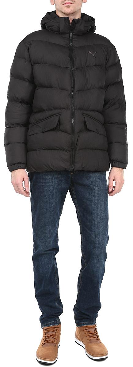 Куртка мужская. 83380783380716Утепленная мужская куртка Puma подчеркнет вашу индивидуальность и обеспечит защиту от всевозможных погодных условий. Куртка со съемным капюшоном и воротником-стойкой застегивается на пластиковую застежку-молнию с защитой подбородка. Капюшон пристегивается с помощью металлических. Для большего комфорта подкладка воротника дополнена теплым мягким флисом. Спереди модель дополнена двумя прорезными карманами, закрывающимися клапаном на металлические кнопки. С изнаночной стороны имеется прорезной карман без застежки. Манжеты и низ изделия дополнены эластичными резинками, препятствующими проникновению холодного воздуха. На груди модель оформлена логотипом бренда. Эта утепленная стильная куртка послужит отличным дополнением к вашему гардеробу!