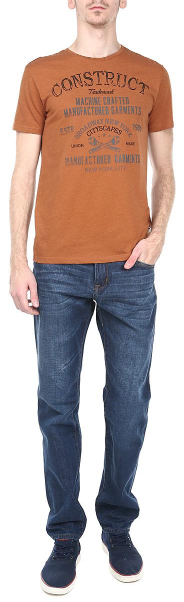 Футболка мужская. 1015300310153003_75CСтильная мужская футболка Broadway, выполненная из высококачественного трикотажного материала, обладает высокой воздухопроницаемостью и гигроскопичностью, позволяет коже дышать. Модель с короткими рукавами и круглым вырезом горловины спереди оформлена принтовыми надписями. Эта футболка - идеальный вариант для создания эффектного образа.