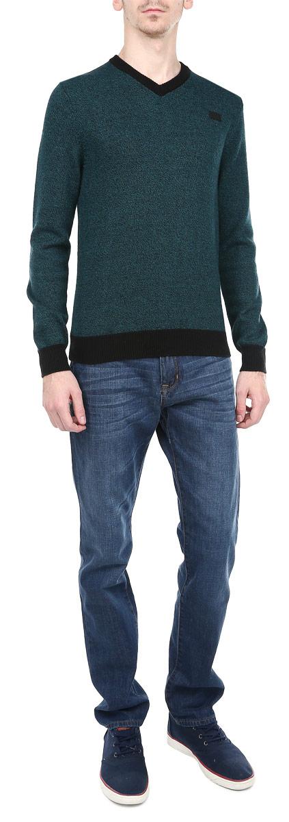 Джемпер мужской. M4346.49M4346.49Мужской вязаный джемпер Conver необычайно мягкий и приятный на ощупь, не сковывает движения, обеспечивая наибольший комфорт. Джемпер с V-образным вырезом горловины и длинными рукавами идеально гармонирует с любыми предметами одежды и будет уместен и на отдых, и на работу. Низ и манжеты изделия связаны мелкой резинкой. Такой замечательный джемпер - базовая вещь в гардеробе современного мужчины, желающего выглядеть элегантно каждый день!