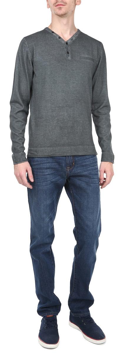 Пуловер мужской. 1015162410151624_89AСтильный мужской пуловер Broadway необычайно мягкий и приятный на ощупь, не сковывает движения, обеспечивая наибольший комфорт. Пуловер с V-образным вырезом горловины имеет длинные рукава. Низ и манжеты изделия дополнены по краю оторочкой без обработки. Изделие застегивается от горловины на две пуговицы. Модель идеально гармонирует с любыми предметами одежды. Этот вариант уместен и на отдых, и работу. Такой замечательный пуловер - базовая вещь в гардеробе современного мужчины, желающего выглядеть элегантно каждый день!