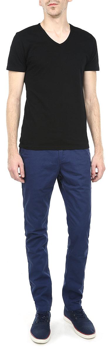 Брюки мужские. DSP0138GR_JDSP0138GR32JСтильные мужские брюки Drywash, выполненные из натурального хлопка высочайшего качества, необычайно мягкие и приятные на ощупь, не сковывают движения, обеспечивая наибольший комфорт. Брюки классического кроя и средней посадки застегиваются на пуговицу в поясе и ширинку на молнии, имеются шлевки для ремня. Спереди модель оформлена двумя втачными карманами с косыми срезами, а сзади - двумя накладными карманами. Эти модные и в тоже время комфортные брюки послужат отличным дополнением к вашему гардеробу.