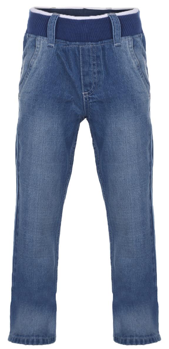 Джинсы для девочки. 215BBGM6305215BBGM6305Стильные джинсы для девочки Button Blue идеально подойдут вашей маленькой принцессе и станут отличным дополнением к детскому гардеробу. Изготовленные из натурального хлопка, они мягкие и приятные на ощупь, не сковывают движения и позволяют коже дышать, не раздражают нежную кожу ребенка. Джинсы прямого кроя на поясе имеют широкую эластичную резинку, благодаря чему они не сдавливают животик ребенка и не сползают, а также шлевки для ремня. Модель спереди дополнена двумя втачными карманами. Сзади расположены два накладных кармана, которые украшены вышивкой и небольшой металлической пластиной с названием бренда. Имеется имитация ширинки. Изделие оформлено легким эффектом потертости. Современный дизайн и расцветка делают эти джинсы стильным и практичным предметом детского гардероба. В них ваш ребенок всегда будет в центре внимания!