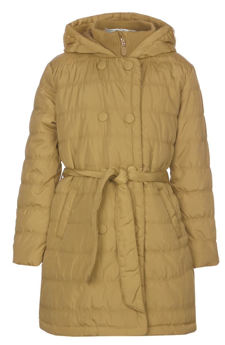 Куртка для девочки. 215BBGB45215BBGB45_01Красивая куртка Button Blue идеально подойдет вашему ребенку в прохладную погоду. Модель изготовлена из 100% полиэстера на комбинированной подкладке с утеплителем из полиэстера, благодаря чему она хорошо сохраняет тепло. Полиэстер обладает высокой прочностью и износостойкостью, хорошо сохраняет форму, не мнется, устойчив к свету. Удлиненная куртка с воротником-стойкой и капюшоном застегивается на пластиковую застежку-молнию с защитой подбородка и дополнительно имеет внешнюю ветрозащитную планку на кнопках. Капюшон с трикотажной подкладкой не отстегивается и дополнен по краю скрытой эластичной резинкой со стопперами. Спереди предусмотрены два прорезных кармана. На талии куртка дополнена шлевками для ремня и пояском, благодаря которому она плотно прилегает к телу. Современный дизайн и модная расцветка делают эту куртку стильным предметом детского гардероба. В ней ваша дочурка будет чувствовать себя тепло и комфортно, и всегда будет в центре внимания!