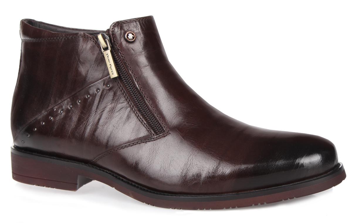 102-109-30(M)Стильные мужские ботинки от Dino Ricci придутся вам по душе! Модель изготовлена из высококачественной натуральной кожи и оформлена задним наружным ремнем, сбоку - металлическими заклепками. Ботинки застегиваются при помощи застежек-молний, расположенных по бокам союзки. Подкладка и стелька из натурального меха сохранят ваши ноги в тепле. Низкий каблук и подошва оснащены противоскользящим рифлением. Стильные ботинки - необходимая вещь в гардеробе каждого мужчины.