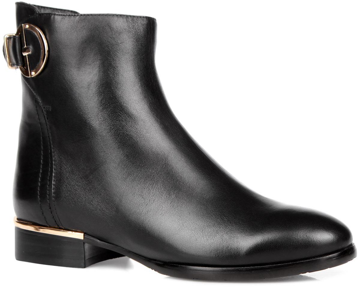 227-01-56(T)Модные женские ботинки от Dino Ricci займут достойное место в вашем гардеробе. Модель выполнена из натуральной кожи и оформлена ремешком с декоративным элементом. Задняя часть каблука оформлена металлической вставкой. Ботинки застегиваются на застежку-молнию, расположенную на одной из боковых сторон. Подкладка и стелька из мягкого текстиля сохранят ваши ноги в тепле. Низкий каблук и подошва с рельефным протектором гарантируют идеальное сцепление на любой поверхности. Стильные ботинки помогут вам создать запоминающийся образ и подчеркнут вашу индивидуальность.