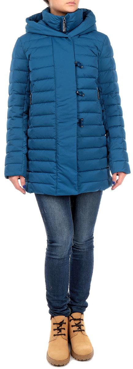 ПуховикW15-12004_129Стильный женский пуховик Finn Flare выполнен из высококачественного плотного материала и рассчитан на холодную погоду. Он поможет вам почувствовать себя максимально комфортно и стильно. Модель с длинными рукавами, несъемным капюшоном и воротником-стойкой застегивается на застежку-молнию и дополнительно ветрозащитным клапаном на пуговицы и кнопки. Рукава дополнены манжетами , стянутыми эластичными резинками. Изделие оформлено стеганой отстрочкой и дополнено двумя втачными карманами на застежках-молниях. В этом пуховике вам будет комфортно. Модная фактура ткани, отличное качество, великолепный дизайн.