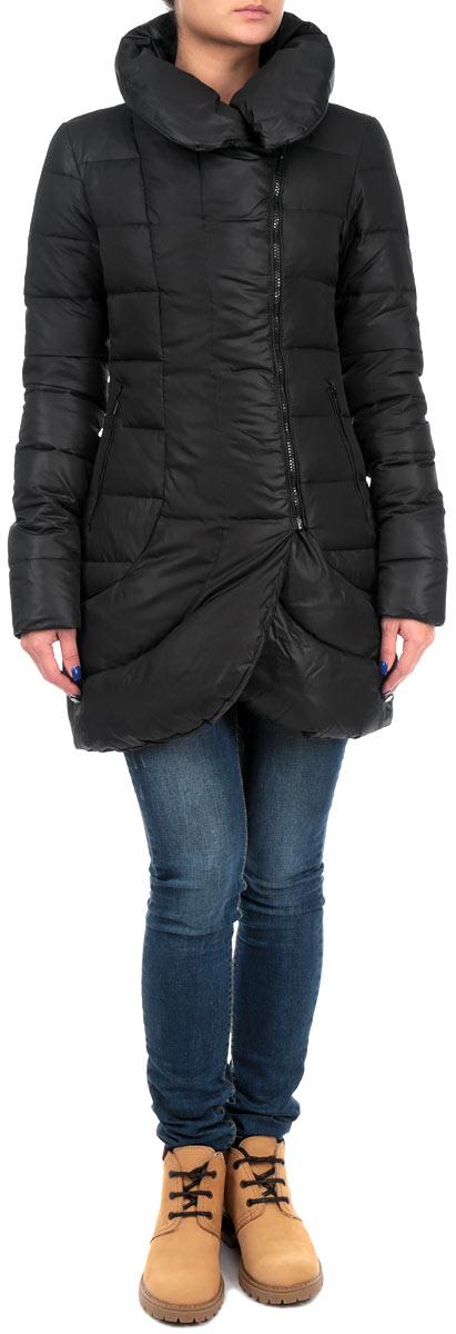 10131046 999Стильная удлиненная женская куртка Broadway согреет вас в прохладное время года. Модель имеет наполнитель из натурального пуха и пера, который обеспечивает надежное сохранение тепла. Такая куртка не позволит вам замерзнуть даже в морозные дни. Модель застегивается на застежку-молнию. Куртка дополнена двумя втачными карманами на молниях спереди. Рукава куртки оснащены эластичными манжетами. Воротник-стойка и низ куртки закруглены, что придает элегантности и стиля. Эта яркая и в то же время комфортная куртка подчеркнет ваш изысканный вкус и поможет создать неповторимый образ.