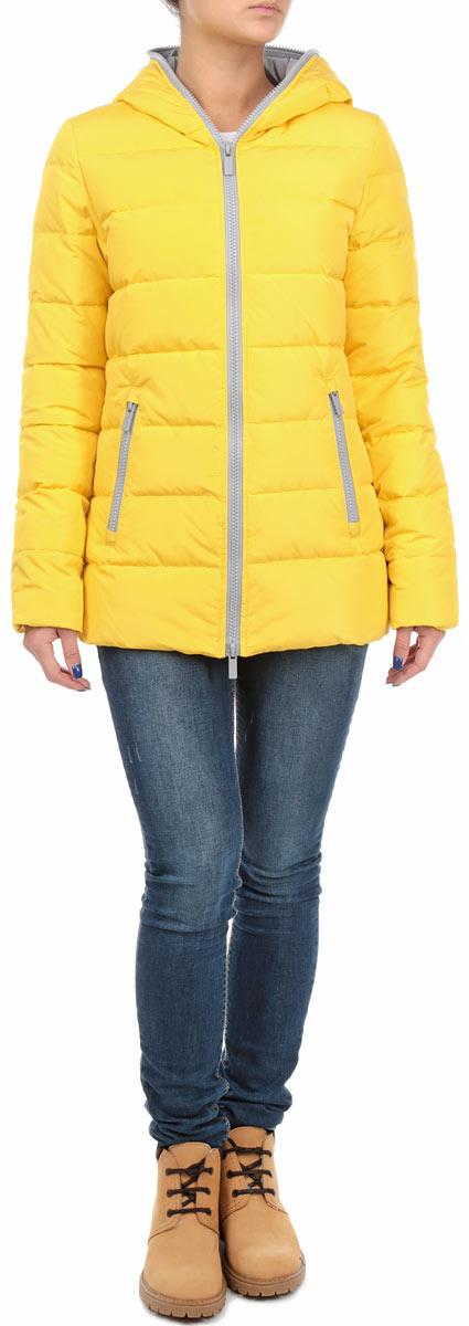 Куртка женская. 10131050 14010131050 140Яркая и стильная женская куртка Broadway согреет вас в прохладное время года. Модель с длинными рукавами и несъемным капюшоном имеет наполнитель из натурального пуха и пера, который обеспечивает надежное сохранение тепла. Такая куртка не позволит вам замерзнуть даже в морозные дни. Модель застегивается на застежку-молнию, которая продолжается по краю капюшона. Куртка дополнена двумя втачными карманами на молниях спереди и одним внутренним карманом на липучке. Рукава оснащены внутренними трикотажными манжетами. Объем низа регулируется при помощи шнурка-кулиски. Эта модная и в то же время комфортная куртка - отличный вариант для прогулок, она подчеркнет ваш изысканный вкус и поможет создать неповторимый образ.