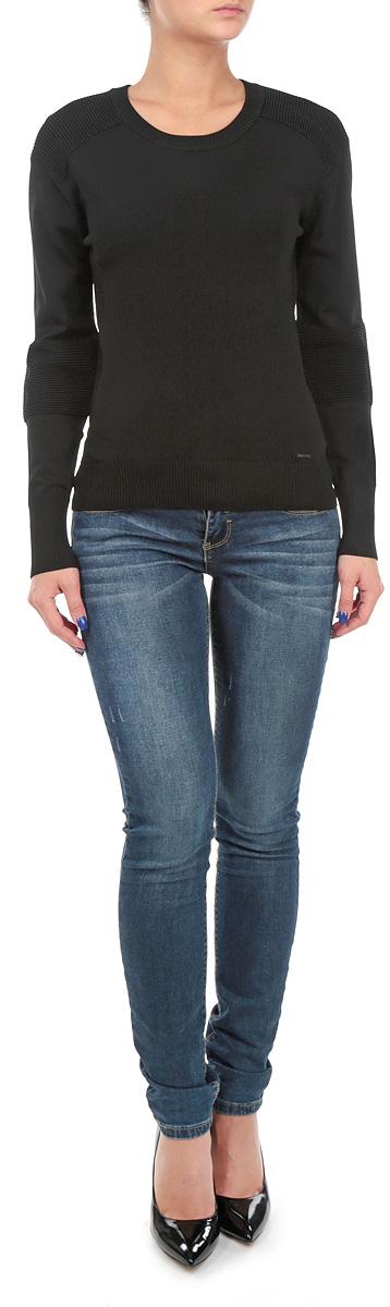 Джемпер00SJIF-0JAHE/900Стильный женский джемпер Diesel приятный на ощупь, не сковывает движения, обеспечивая наибольший комфорт. Джемпер с круглым вырезом горловины и длинными рукавами идеально гармонирует с любыми предметами одежды и будет уместен и на отдых, и на работу. Низ и манжеты изделия связаны мелкой резинкой. Джемпер дополнен небольшим декоративным элементом с надписью бренда. Такой замечательный джемпер - базовая вещь в гардеробе современного мужчины, желающего выглядеть элегантно каждый день!