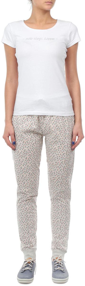 PH-165/100-5302Домашние женские брюки Sela приятные на ощупь, не сковывают движения, обеспечивая наибольший комфорт. Выполнены брюки из мягкого хлопкового трикотажа. Модель на широком эластичном поясе с кулиской дополнена эластичными манжетами. Эти брюки станут отличным дополнением вашего гардероба.