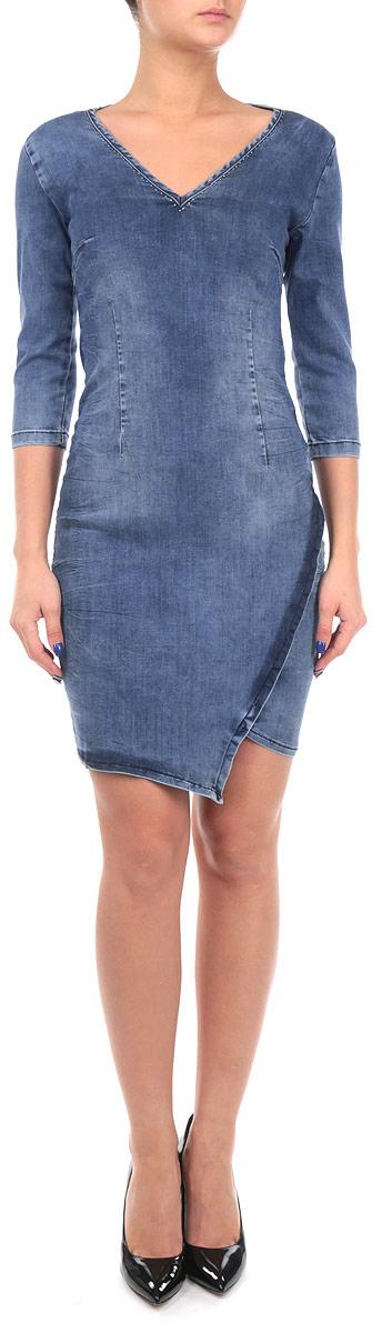 ПлатьеSSU1422NIДжинсовое женское платье Top Secret отлично тянется. Модель приталенного кроя с рукавами 3/4 и V-образным вырезом горловины, декорированным металлическими клепками. На спинке изделие застегивается на застежку-молнию. Низ модели оформлен декоративным запахом с ассиметричной линией подола. Идеальный вариант для тех, кто ценит комфорт и удобство.