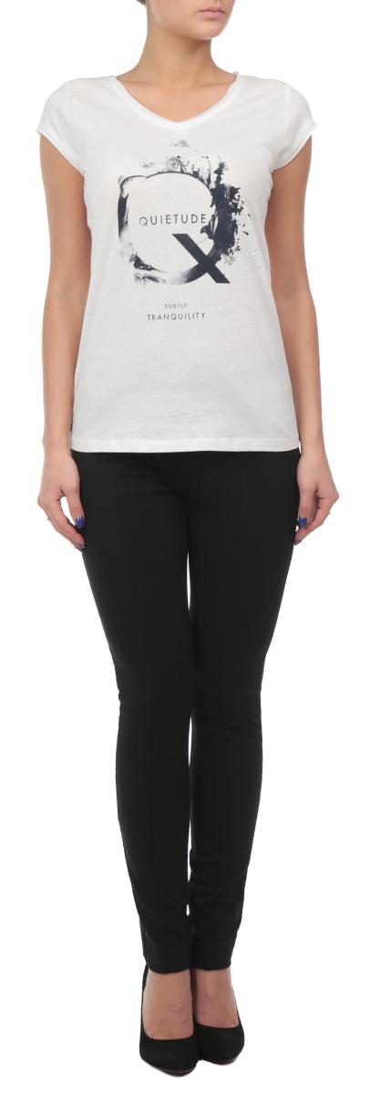 10152867_01CСтильная женская футболка Broadway будет прекрасным дополнением к вашему гардеробу. Изготовлена из тонкого плотного трикотажа, очень приятного на ощупь. V-образный вырез горловины и края рукавчиков с необработанным краем. Спереди нанесен абстрактный принт и различные надписи. Эта футболка отлично дополнит ваш образ и позволит выделиться из толпы.