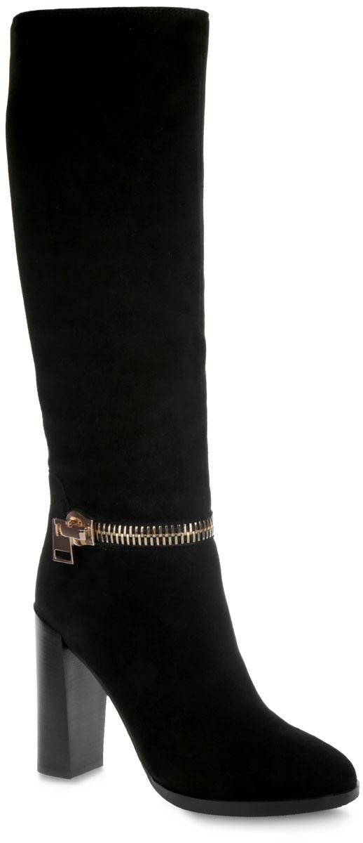 Сапоги женские. 4710547105Модные женские сапоги от Vitacci покорят вас с первого взгляда. Модель выполнена из высококачественной натуральной замши и оформлена декоративной молнией в области щиколотки. Подкладка и анатомическая стелька - из байки, защитят ноги от холода и обеспечат комфорт. Закругленный носок добавит женственности в ваш образ. Модель застегивается на застежку-молнию, расположенную на одной из боковых сторон. Высокий каблук, стилизованный под дерево, устойчив. Подошва из термополиуретана с рельефным протектором обеспечивает отличное сцепление на любой поверхности. Модные сапоги покорят вас своим оригинальным дизайном и удобством!