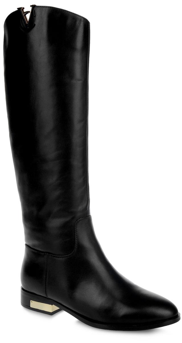 Сапоги женские. 46008M46008MЭлегантные женские сапоги от Vitacci - отличный вариант на каждый день. Модель выполнена из натуральной кожи и оформлена фактурными швами по верху. Подкладка - из байки и натурального меха, и стелька - из натурального меха, защитят ноги от холода и обеспечат комфорт. Верх изделия украшен стильной фурнитурой в виде логотипа Vitacci. Сапоги застегиваются на застежку-молнию, расположенную на одной из боковых сторон. Каблук дополнен металлической декоративной пластиной. Подошва из термополиуретана с рельефным протектором обеспечивает отличное сцепление на любой поверхности. Модные сапоги покорят вас своим оригинальным дизайном и удобством!
