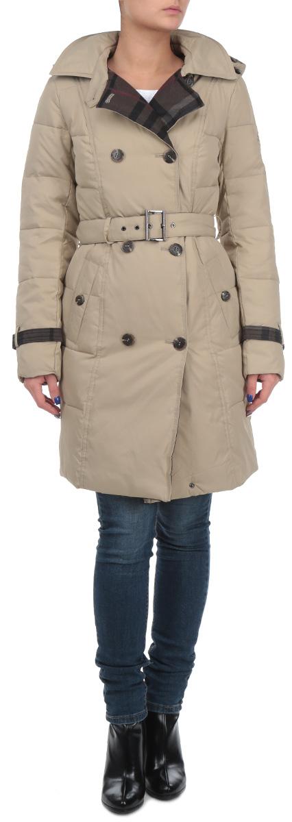 W15-12037Стильное женское пальто Finn Flare - практичная городская куртка со множеством технических новшеств. Изделие выполнено из высококачественного непромокаемого материала, застегивается на пластиковые пуговицы внахлёст в обе стороны. Отстегивающийся капюшон на кнопках с регулируемой кулиской для разных погодных условий. Отложной воротник придает модели элегантности и позволяет украсить свой образ дополнительными аксессуарами. Пальто дополнено двумя врезными карманами на пуговицах. На талии предусмотрен ремень с металлической пряжкой. Рукава декорированы хлястиками с пряжкой. Вышивка логотипа Finn Flare украшает левый рукав. В этом пальто вам будет комфортно при любой погоде. Модная фактура ткани, отличное качество, великолепный дизайн.