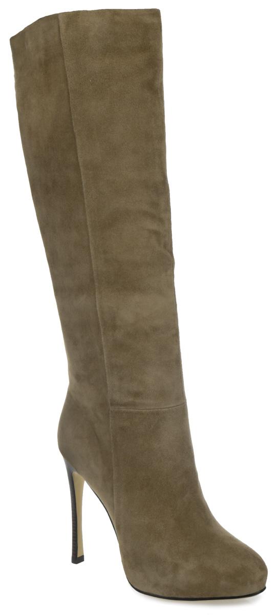 Сапоги женские. 1528-1614S1528-1614SСтильные женские сапоги от Winzor - незаменимая вещь в гардеробе истинной модницы. Модель изготовлена из натурального высококачественного велюра и декорирована фактурными швами по верху. Подкладка и стелька - из байки, защитят ноги от холода и обеспечат комфорт. Верхняя часть голенища сбоку дополнена эластичной вставкой. Сапоги застегиваются на застежку-молнию, расположенную на одной из боковых сторон. Ультравысокий каблук-шпилька, стилизованный под дерево, компенсирован скрытой платформой. Подошва из термопластичного материала с рельефным протектором обеспечивает отличное сцепление на любой поверхности. Модные сапоги покорят вас своим оригинальным дизайном и удобством!