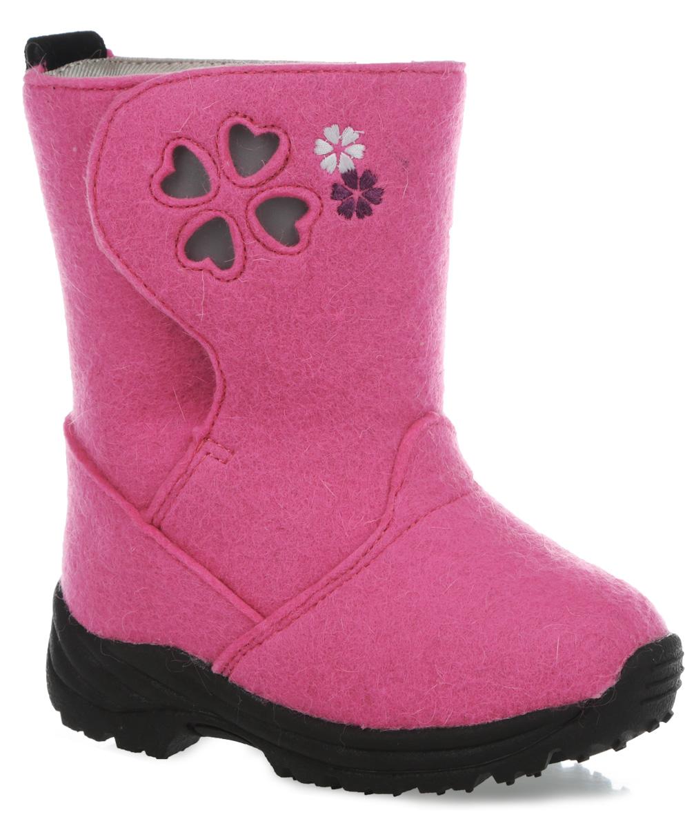 Валенки детские Flakes. 569240569240-4620Великолепные детские валенки Flakes от Reima с первого взгляда привлекут внимание вашего ребенка. Модель выполнена из натуральной шерсти и оформлена перфорацией со светоотражающей вставкой. Шерстяные подкладка и стелька сохранят ноги в тепле и обеспечат комфорт. Высокая степень утепления модели позволяет использовать ее при температуре до - 30°. Застегивается модель на липучку. Задник оснащен ярлычком, благодаря которому модель удобно обувать. Рельефная подошва обеспечивает отличное сцепление с любыми поверхностями. В таких валенках ногам вашего ребенка будет комфортно и уютно.