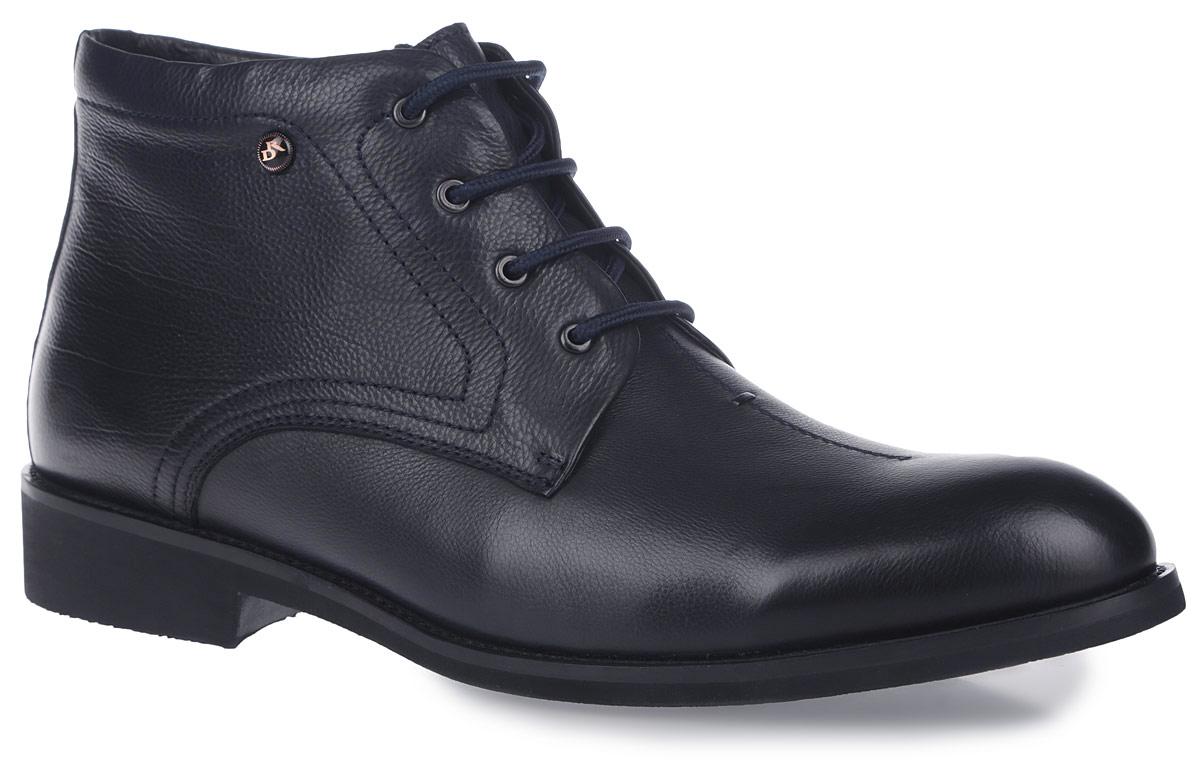 Ботинки105-189-15 (T)Стильные ботинки Dino Ricci - незаменимая вещь в гардеробе каждого мужчины. Модель выполнена из натуральной кожи, декорированной тиснением под рептилию, и оформлена градиентным затемнением на мысе и заднике. Верх изделия дополнен классической шнуровкой, которая позволяет прочно зафиксировать модель на ноге. Подъем украшен декоративным фактурным швом. Подкладка и стелька - из мягкого ворсина, обеспечат максимальный комфорт при ходьбе. Ботинки застегиваются на застежку-молнию, расположенную на одной из боковых сторон. Умеренной высоты каблук и подошва с рифлением обеспечивают отличное сцепление с поверхностью. Такие ботинки станут прекрасным завершением вашего модного образа.
