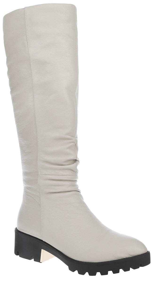 Сапоги женские. 210-184-10 (EM)210-184-10 (EM)Стильные женские сапоги от Dino Ricci покорят вас с первого взгляда. Модель изготовлена из высококачественной натуральной кожи и оформлена декоративной складкой в области голенища, а фактурными швами по верху. Подкладка - из ворсина и натурального меха, и стелька - из натурального меха, защитят ноги от холода и обеспечат комфорт. Сбоку изделие дополнено эластичной вставкой. Каблук украшен декоративной металлической пластиной. Сапоги застегиваются на застежку-молнию, расположенную на одной из боковых сторон. Подошва из резины с рельефным протектором обеспечивает отличное сцепление на любой поверхности. Модные сапоги покорят вас своим оригинальным дизайном и удобством!