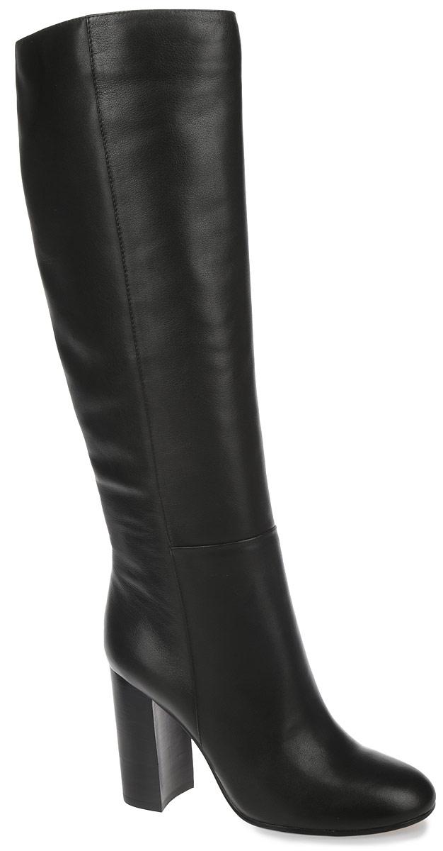 295-05-FX-01-KB-CSЭлегантные женские сапоги от Calipso займут достойное место в вашем гардеробе. Модель выполнена из натуральной кожи и исполнена в лаконичном стиле. Округлый мыс смотрится невероятно женственно. Сапоги застегиваются на застежку-молнию, расположенную на одной из боковых сторон. Подкладка и стелька из байки комфорты при ходьбе. Высокий каблук-столбик устойчив. Подошва оснащена противоскользящим рифлением. Стильные сапоги подчеркнут ваш стиль и индивидуальность!