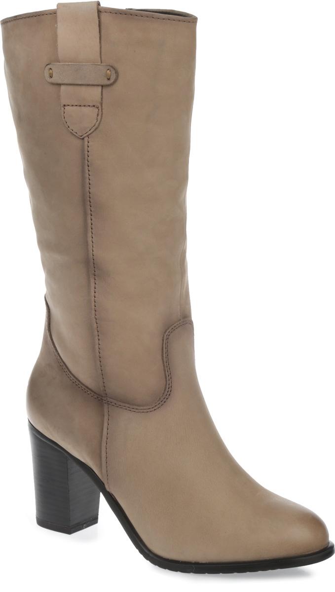 Сапожки женские. 1-1-26041-25-4281-1-26041-25-428Невероятно удобные женские сапоги от Tamaris - идеальный вариант на каждый день. Модель выполнена из натурального нубука и декорирована фактурными швами по верху. Подкладка и стелька - из натуральной шерсти, защитят ноги от холода и обеспечат комфорт. Верх изделия украшен хлястиком из нубука с одной стороны, а с другой - эластичной вставкой. Каблук, стилизованный под дерево, устойчив. Сапоги застегиваются на застежку-молнию, расположенную на одной из боковых сторон. Подошва с рельефным протектором обеспечивает отличное сцепление на любой поверхности. Модные сапоги покорят вас своим оригинальным дизайном и удобством!