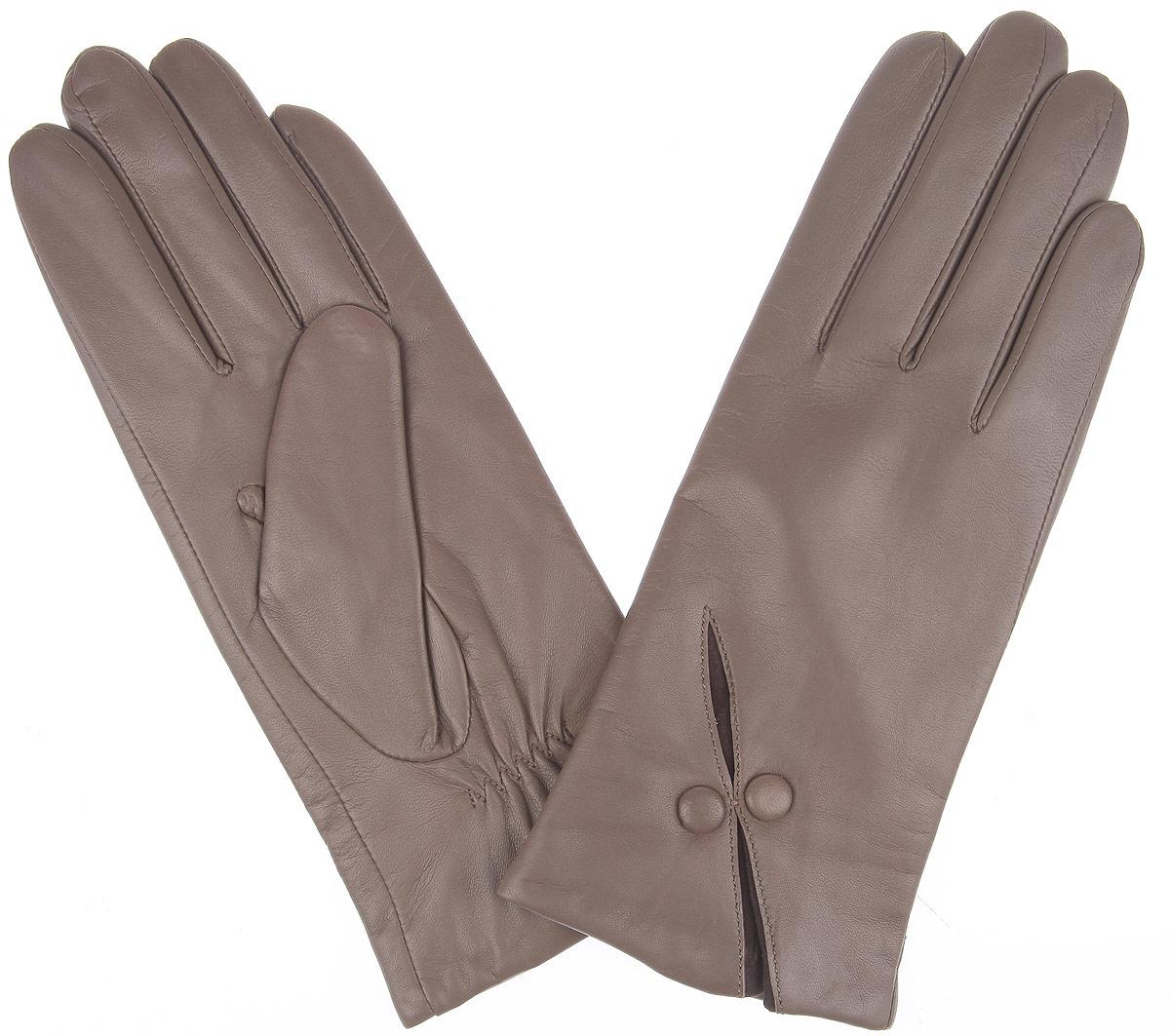 2.69-10 taupeКлассические женские перчатки Fabretti выполнены из кожи эфиопского ягненка, а их подкладка - из шерсти с добавлением кашемира. Манжеты оформлены контрастной вставкой из замши и декоративными пуговками. Тыльная сторона оснащена резинкой для оптимальной посадки модели на руке. Перчатки станут завершающим и подчеркивающим элементом вашего стиля и неповторимости