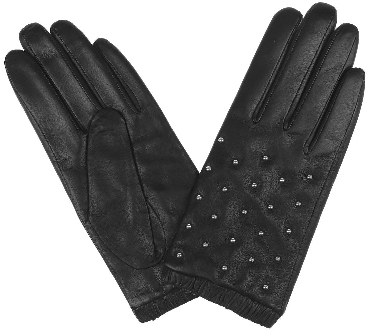 2.65-1 blackМодные женские перчатки Fabretti выполнены из кожи эфиопского ягненка, а их подкладка - из шерсти с добавлением кашемира. Лицевая сторона украшена металлическими хольнитенами. Манжеты оснащены эластичными резинками для оптимальной посадки модели на руке. Перчатки станут завершающим и подчеркивающим элементом вашего стиля и неповторимости.