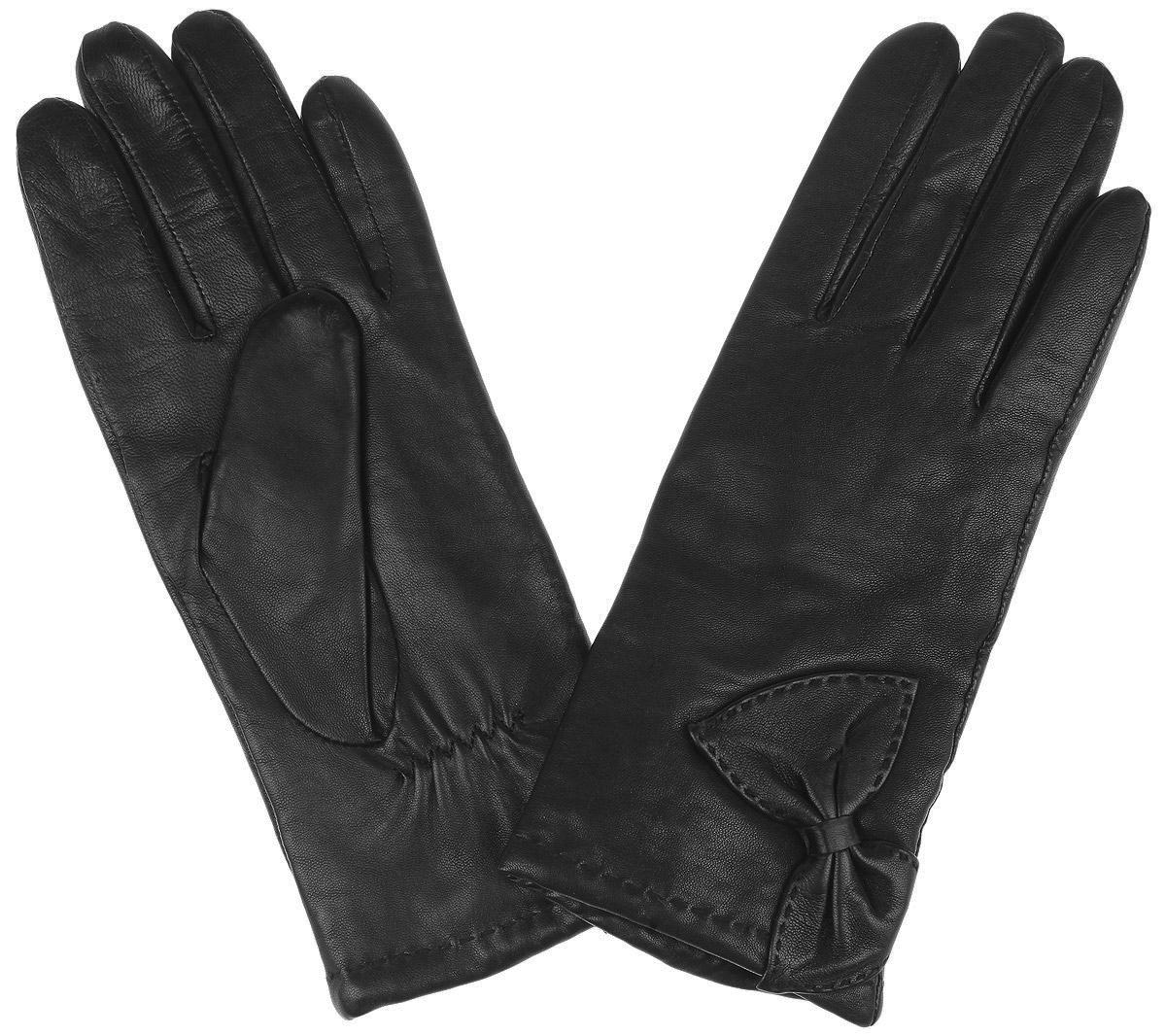 Перчатки2.37-1 blackПотрясающие женские перчатки Fabretti с подкладкой из шерсти и кашемира выполнены из мягкой и приятной на ощупь эфиопской кожи ягненка. Лицевая сторона декорирована строчкой и кожаным бантом. Тыльная сторона дополнена аккуратной резинкой для лучшей фиксации модели на запястье. Такие перчатки подчеркнут ваш стиль и неповторимость и придадут всему образу нотки женственности и элегантности.